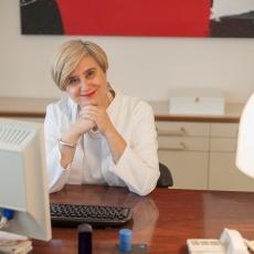 Dr. Dobozy Enikő bőrgyógyász-kozmetológus