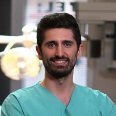 Dr. Dinu Roland szájsebész