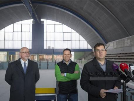 Balról: Bienerth Gusztáv, Fürjes Balázs és Seszták Miklós (MTI Fotó: Mohai Balázs)