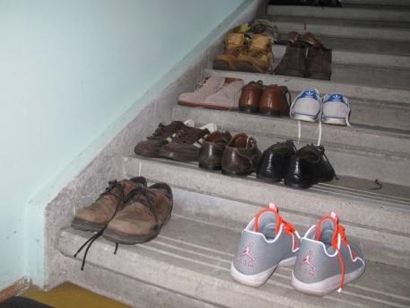 Akadályok a lépcsőházban (fotó: Kis-Guczi Péter)
