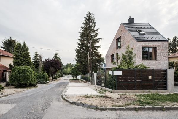A családi ház (forrás: építészfórum.hu)