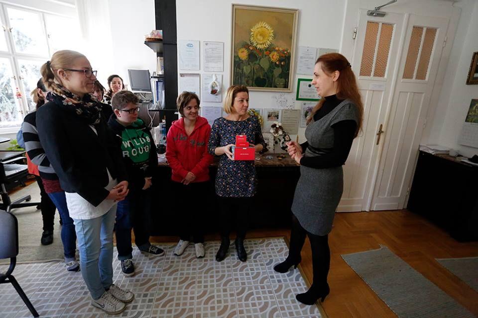 Dankó Virág az alapítvány Hűvösvölgyi úti székhelyén (Fotó: Facebook/II. kerület (Budapest)
