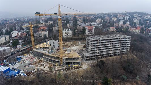 Folyik az építkezés, fotó: index.hu
