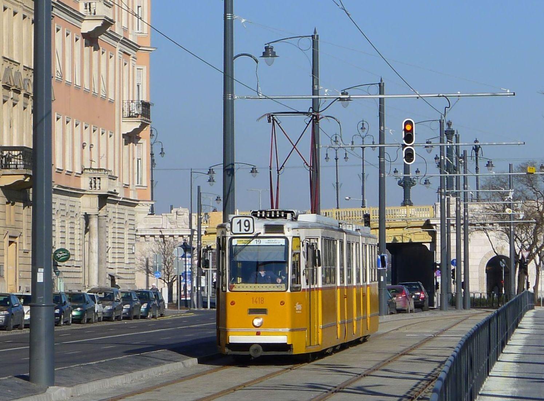 A 19-es villamos a Margit-hídnál (fotó: ittlakunk.hu)